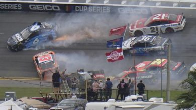 Photo of В гонке NASCAR произошла авария с участием 16 машин