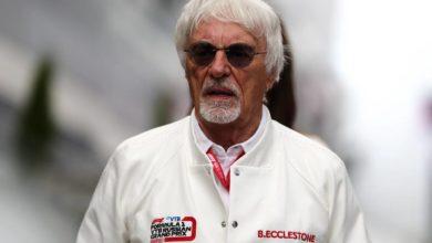 Photo of Бывший глава «Формулы-1» Экклстоун заявил, что запретил бы гонщикам вставать на колено